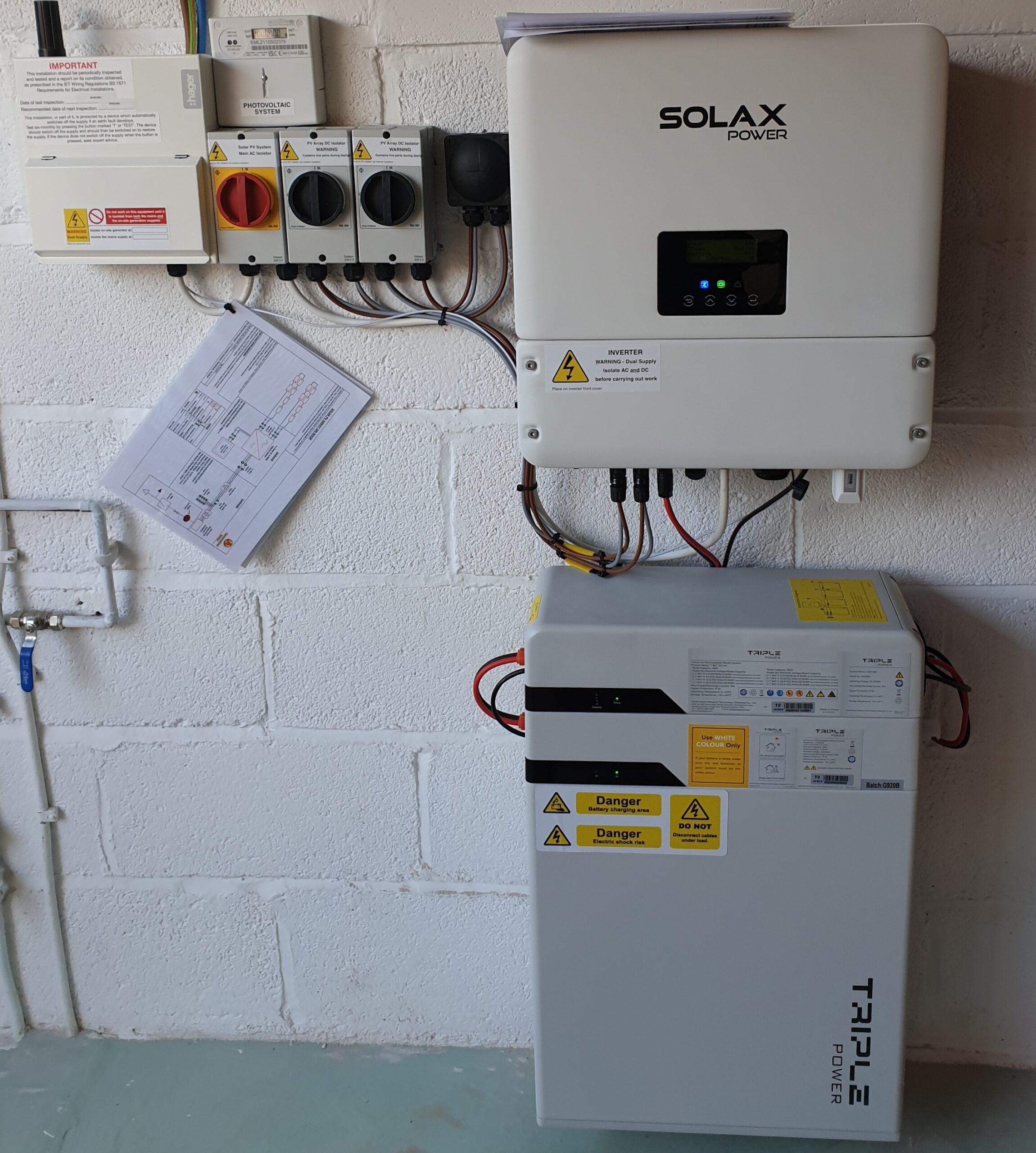 Solax hybrid inverter with 1 6.3kWh batteries